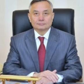 Председатель Федерации профсоюзов РК Абельгази Кусаинов оправдывал Назарбаева в МОТ
