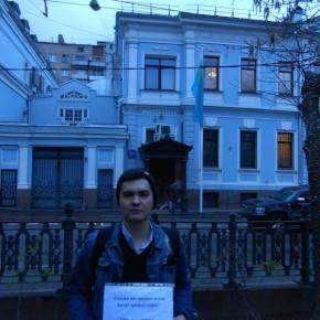В Москве у посольства РК состоялся одиночный пикет против продажи земли